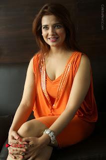 Actress Saloni Aswani Pos in Short Dress at Meelo Evaru Koteeswarudu Movie Interview  0219.JPG