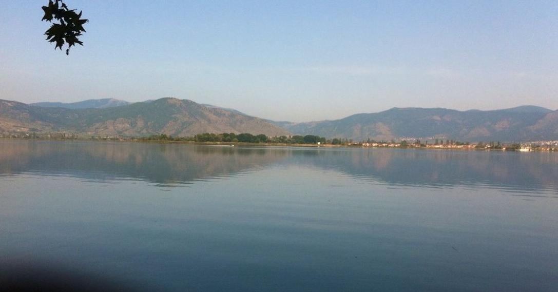 ΚΑΣΤΟΡΙΑ - ΑΝΑΓΝΩΣΤΗΣ: Κινούνται νόμιμα τα ταχύπλοα στη λίμνη?