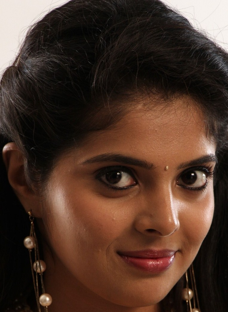 Tollywood Actress Oily Face Closeup Photos Shravya