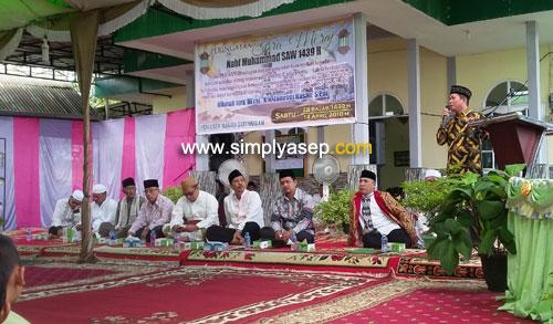 KEPALA DESA : Kepala Desa Parit Baru, MUSA, juga menyampaikan pesan dan kesannya pada acara Peringatan isra Miraj dan peletakan Batu pertama di Masjid Babussalam Duta Bandara (13/4). Foto Asep Haryono