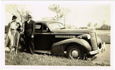 undated automobile circa 1940s or late 1930s