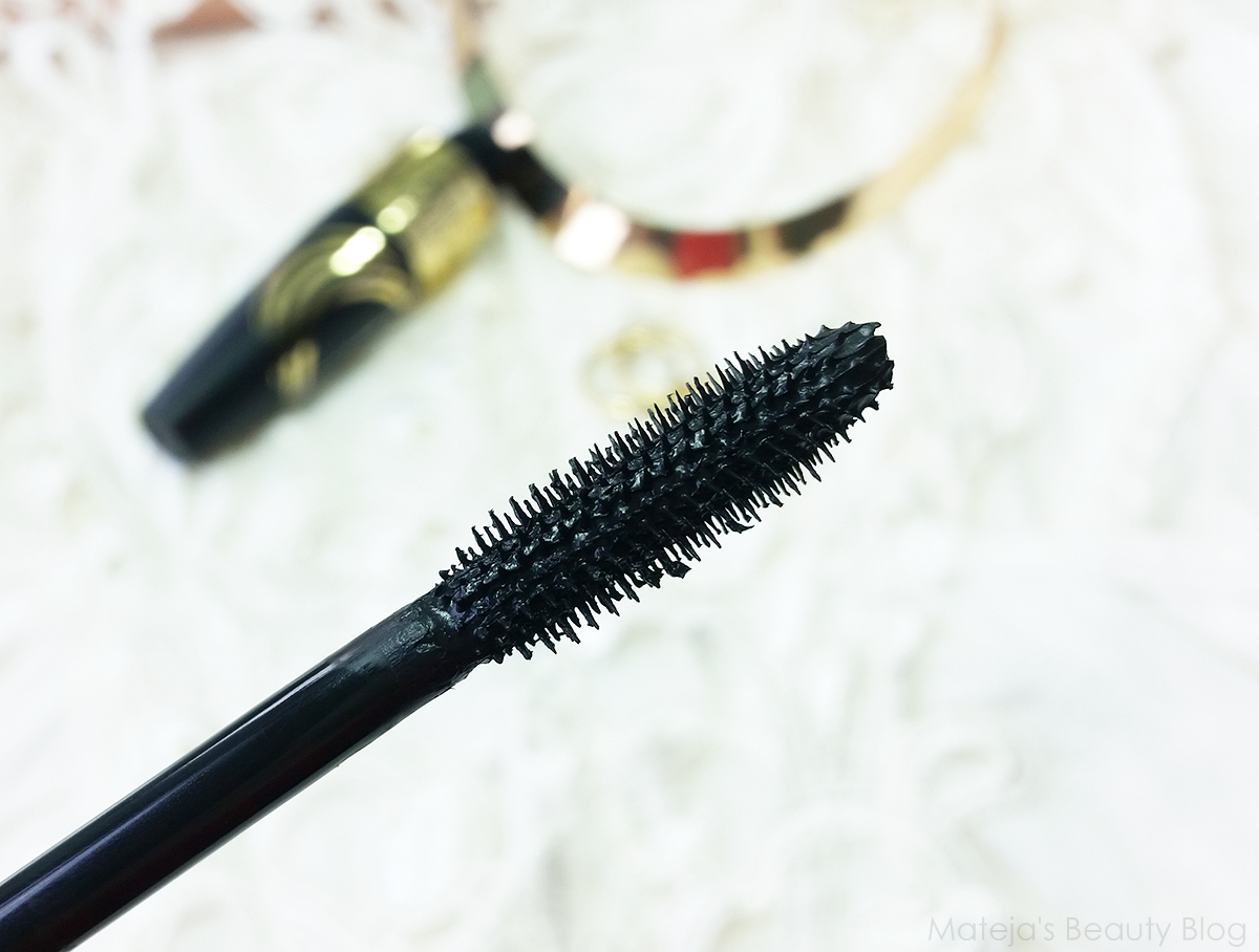 5a21de9bb10 ... mascara should suit those who like a very natural effect. It's the one  I'd give to my mom, who does not like big lashes, but just a bit of  definition.