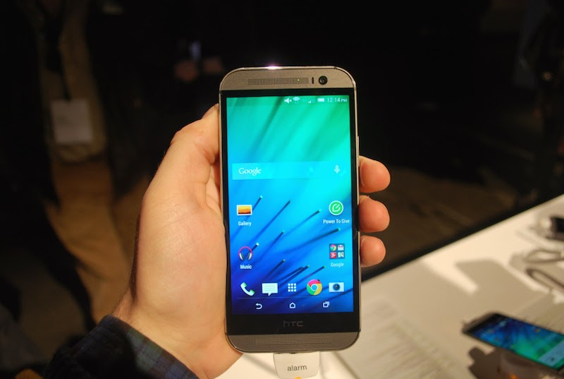 Samsung Galaxy S5 Vs HTC One M8 Which is Best? display