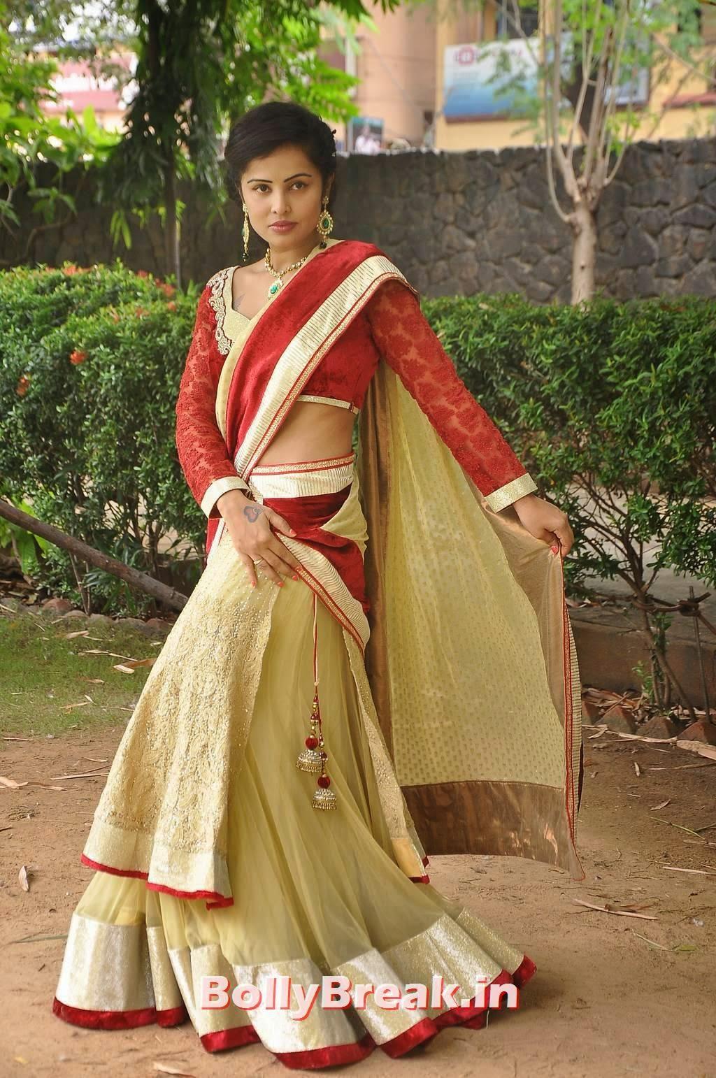 Actress Hashika Dutt Stills, Actress Hashika Dutt hot Pics in low waist saree