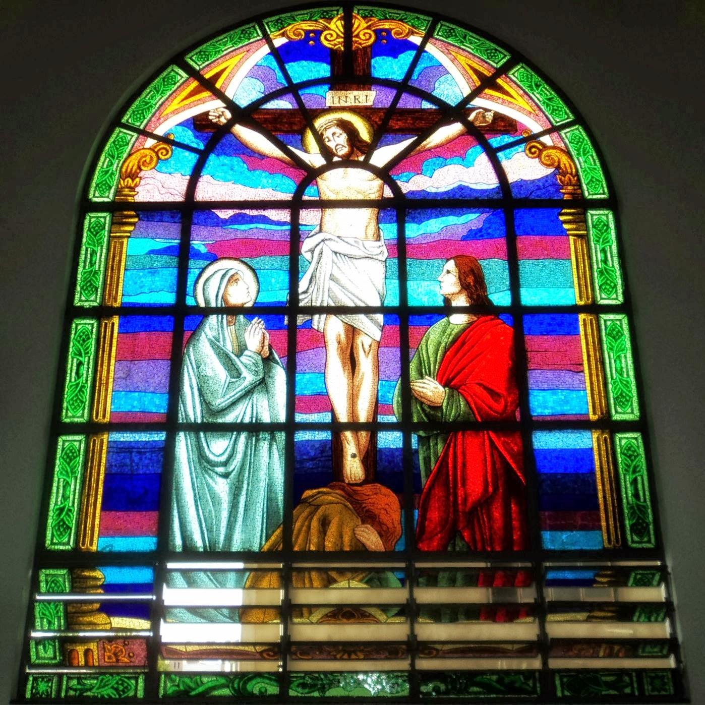Cristo Crucificado em Vitral da Igreja Matriz