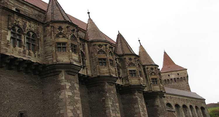 Arhitectura turnuri Castelul Corvinilor sau Castelul Huniazilor