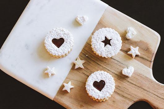 Linzer Cookies with Apricot Filling