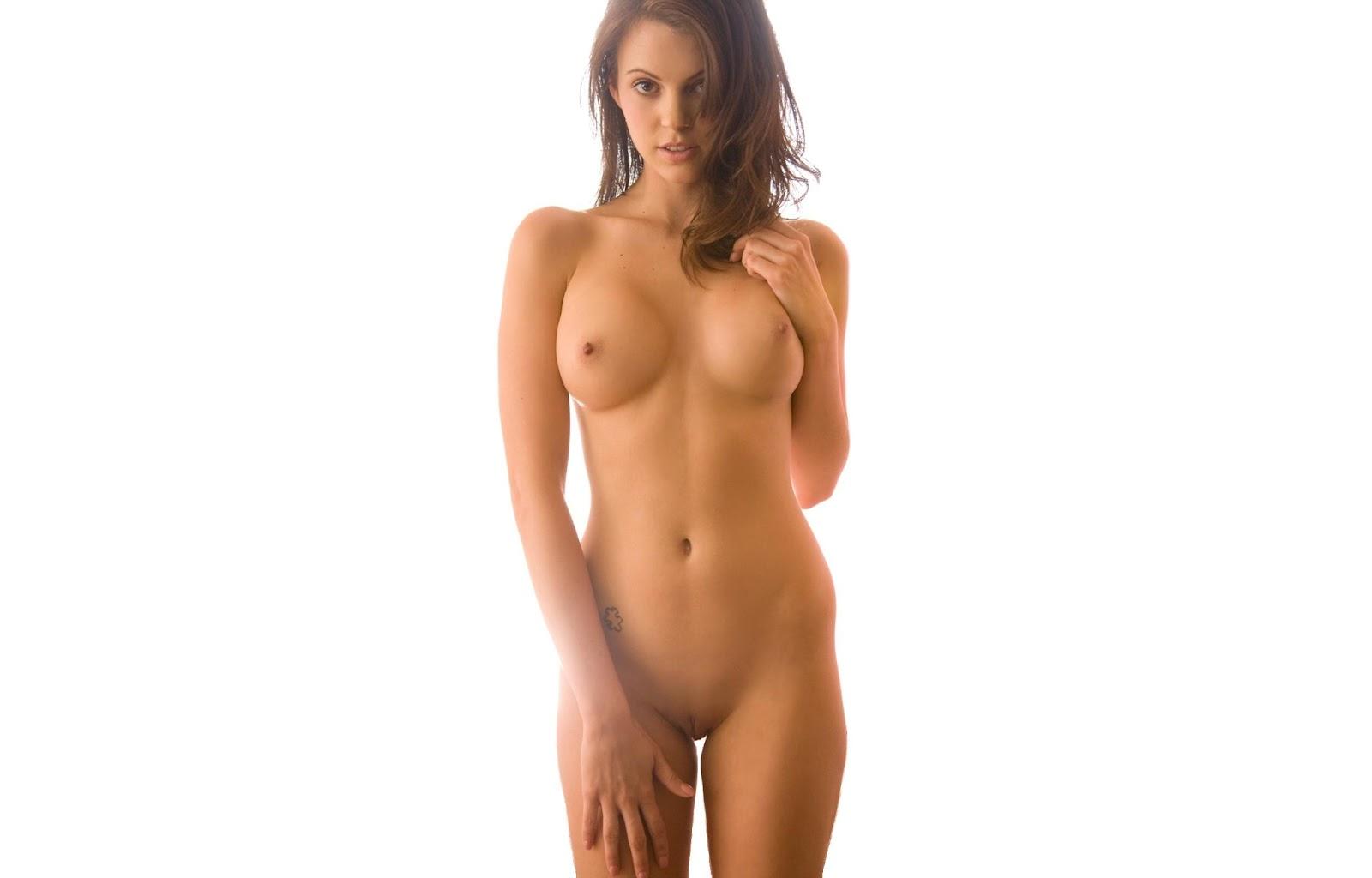 Красивая стройная голая девушка встречи