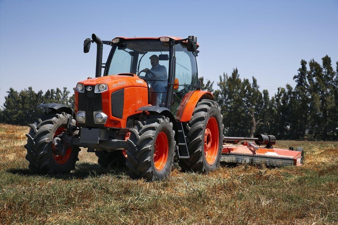 Tractors - Farm Machinery: Kubota M135GX