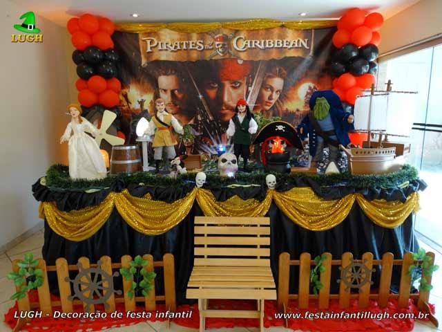 Decoração de aniversário Piratas do Caribe em mesa tradicional luxo de tecido