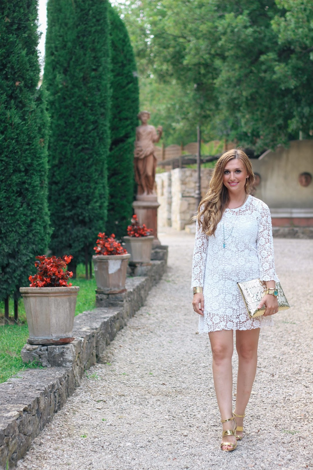 blogger-aus-deutschland-frankfurt-blogger-Fashionstylebyjohanna-sommer-weißes-kleid-spitzenkleid-zara-goldene-high-heels