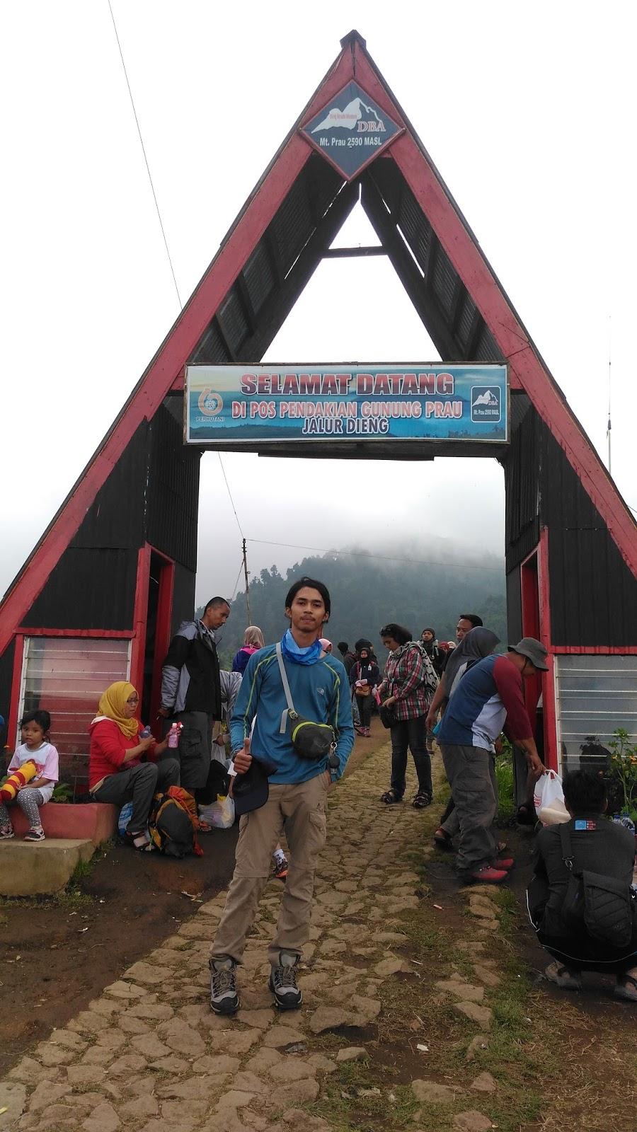Gerbang Basecamp Gunung Prau via Dieng