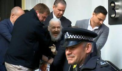 El arresto de Julian Assange atrae una feroz reacción internacional