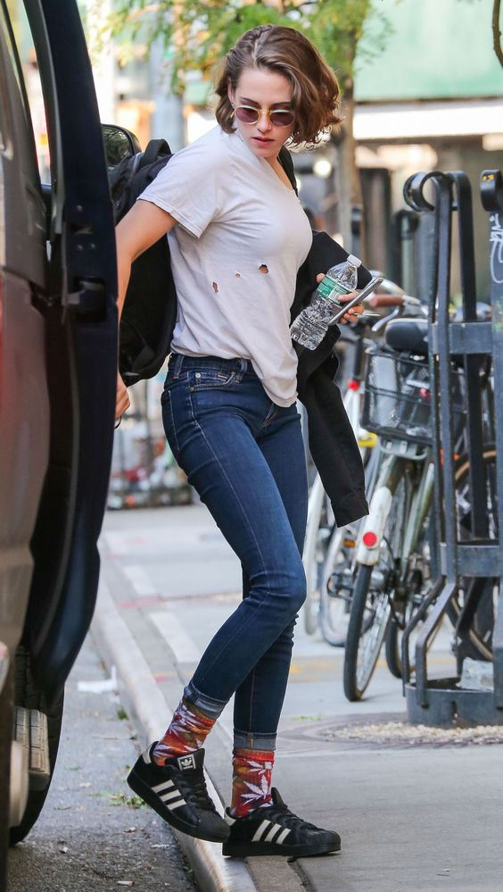 Kristen Stewart Looks Hot in New Jeans