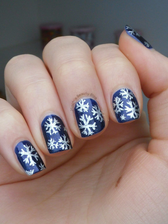 misch 39 s beauty blog notd winter snowflake nail art. Black Bedroom Furniture Sets. Home Design Ideas