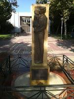 http://noticias.lainformacion.com/interes-humano/conmemoracion/mutilan-el-monumento-a-la-guardia-civil-de-murcia-unos-dias-despues-de-ser-rehabilitado_pjdJr4gqWKdXBfA6PSlj97/