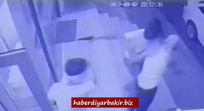 Diyarbakır Diclekent Bulvarındaki silahlı market soygun girişimi kameralara yansıdı