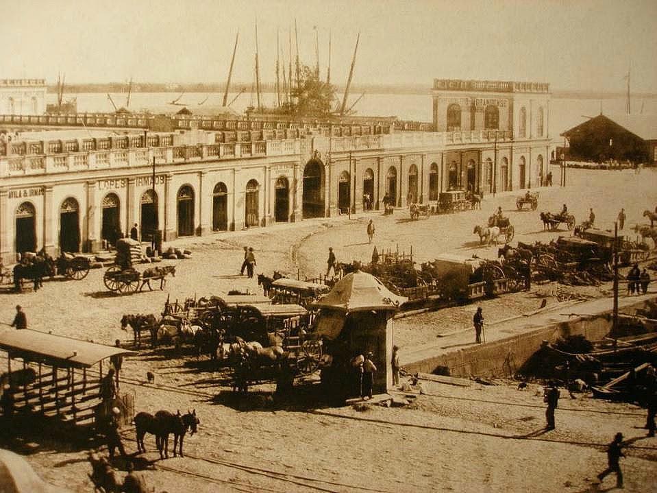 Mercado Público de Porto Alegre, antes da ampliação, em 1897.