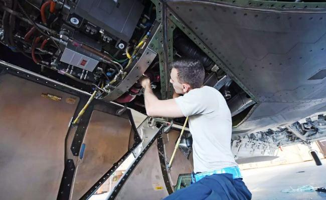 Airmen F-22 Raptor