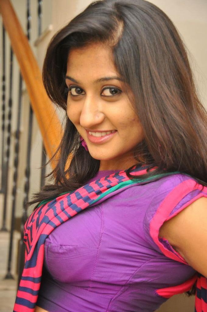 saree Blouse actress