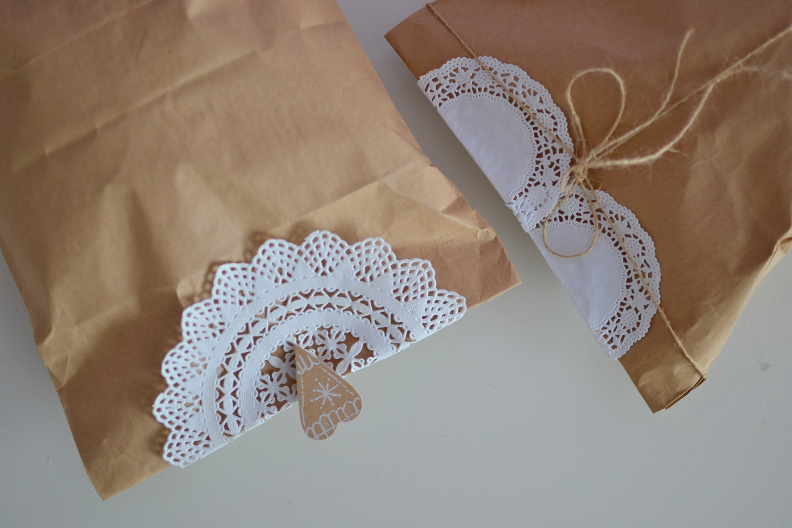 DIY: gift wrap // brown bags and paper doilies