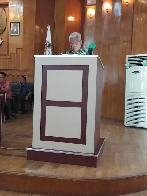 Wakil Bupati Asahan Surya saat memberikan jawaban di hadapan anggota DPRD.
