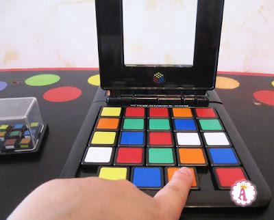 Как передвигать фишки в настольной игре Цветнашки Rubiks Race
