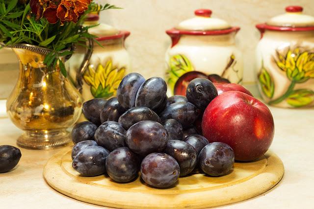 Яблоки и сливы - дары осени