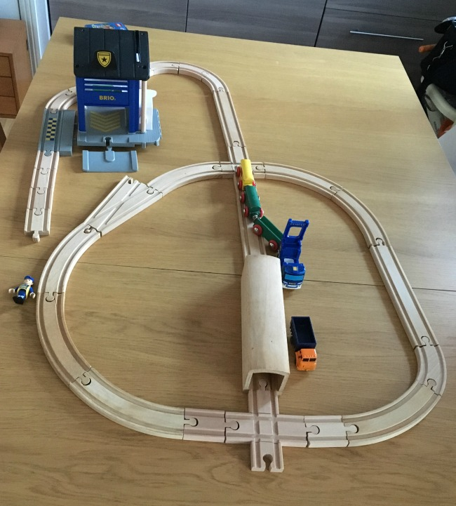 brio-track-layout-with-police-station