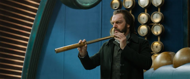 hugo weaving as thaddeus valentine