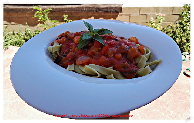 Tagliatelle con verduras y salsa de tomate