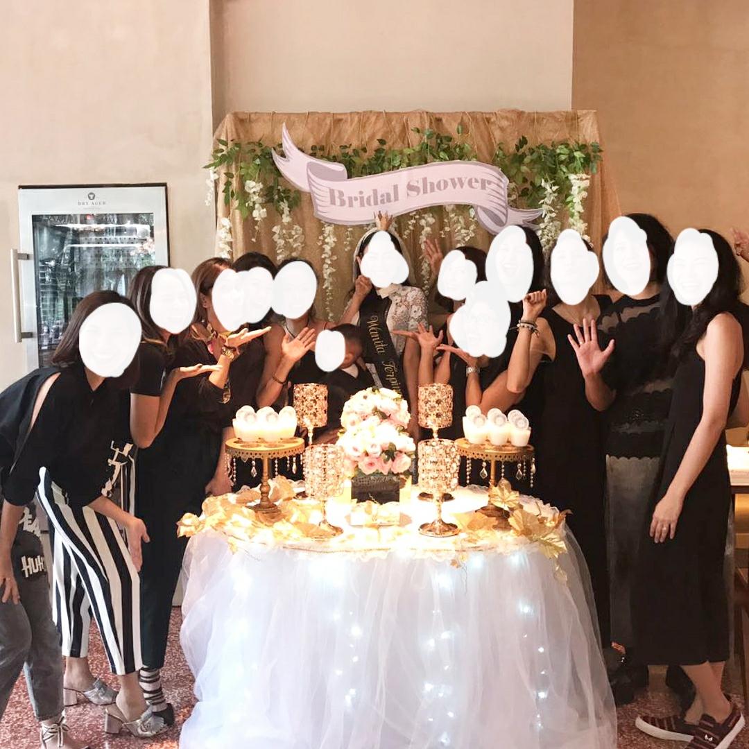 dan jasa pembuat acara bridal shower pun mulai berkembang karena pernak pernik lucu untuk bridal shower itu kan gampang gampang susah nyarinya
