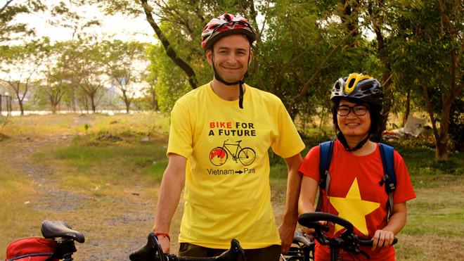 Cô gái Gia Lai và 300 ngày đạp xe tới Paris