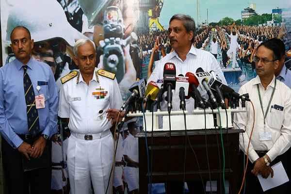 रक्षा मंत्री ने स्वदेशीकरण के लिए नौसेना की जमकर तारीफ की, बताया 'मेक इन इंडिया' का अगुवा