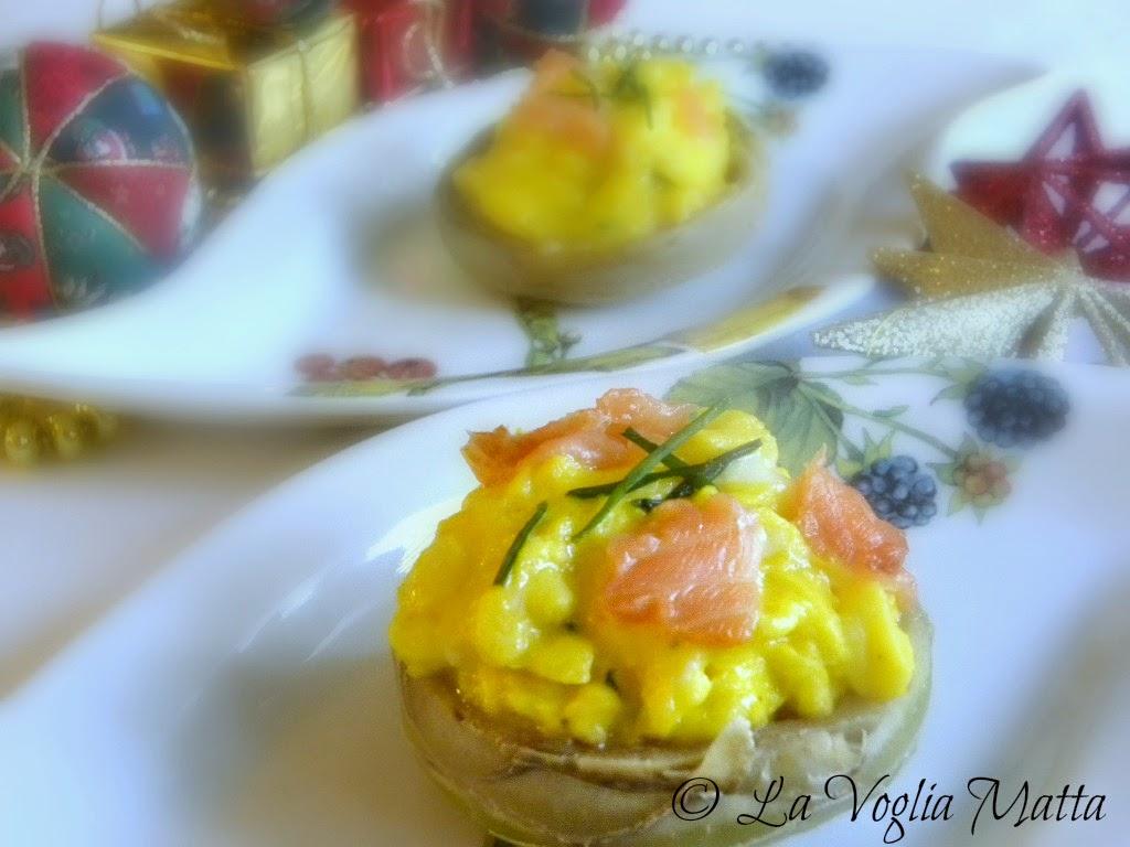 fondi di carciofo  con salmone ed uova strapazzate