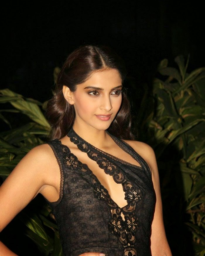 , Hot Pics Of Sonam Kapoor In Black Lace Dress At Farah Khan Birthday Party