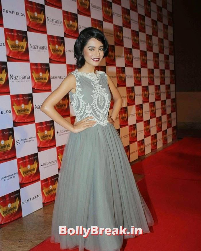 Amrita Rao, Pics of Celebs in Sexy Dresses & Gowns at Gemfields & Nazraana Retail Jeweller India Awards 2014