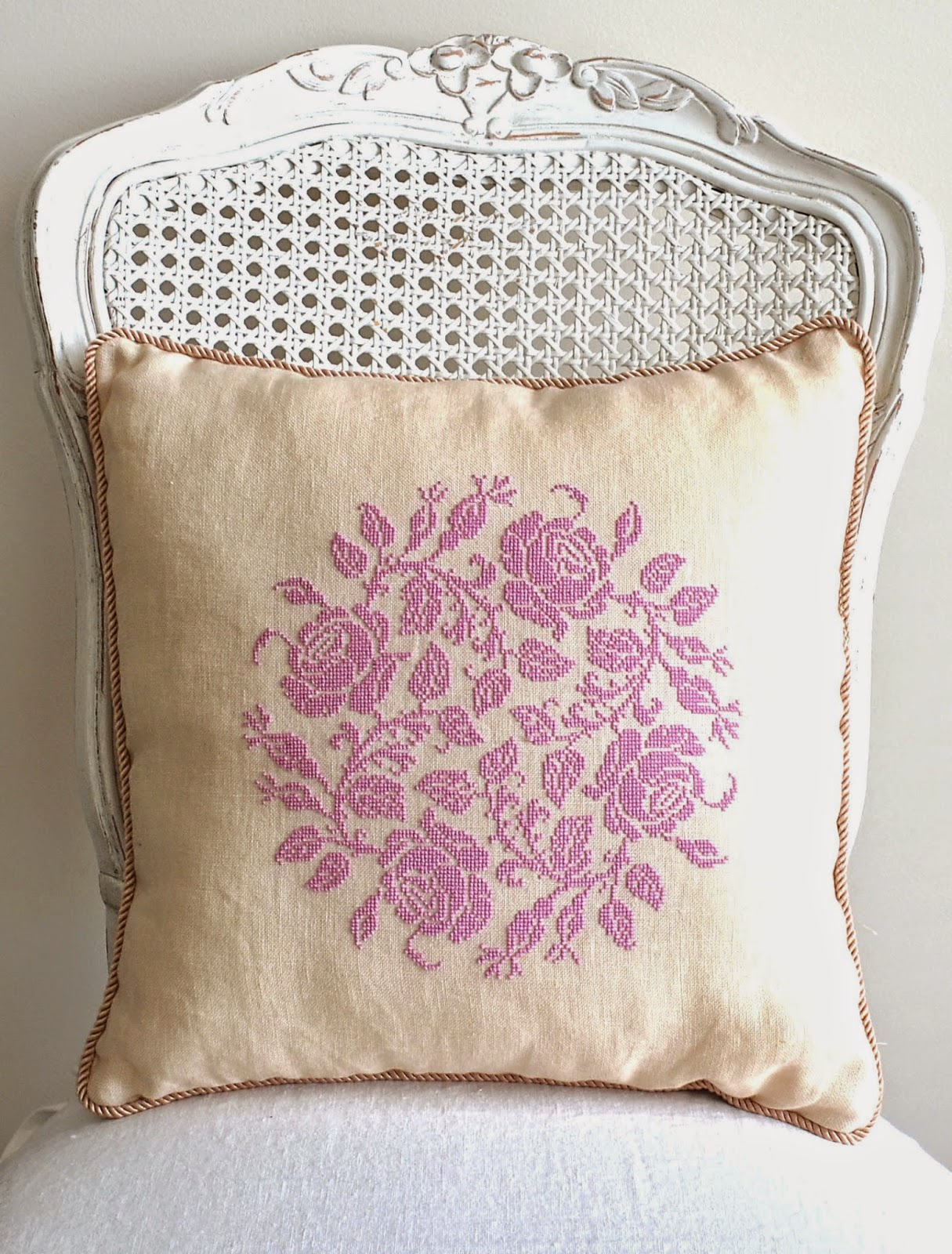 Sew French Garland Of Roses Pillow