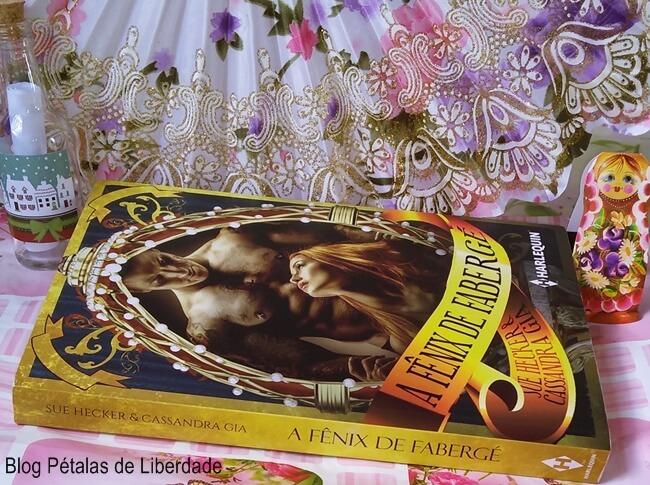 """Resenha: livro """"A Fênix de Fabergé"""", Sue Hecker e Casandra Gia, Harlequin, blog literário, Pétalas de Liberdade"""