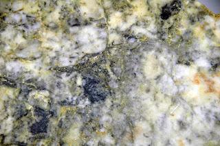 filão de ouro hidrotermal na rocha de quartzo