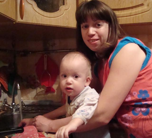 с ребенком на кухне