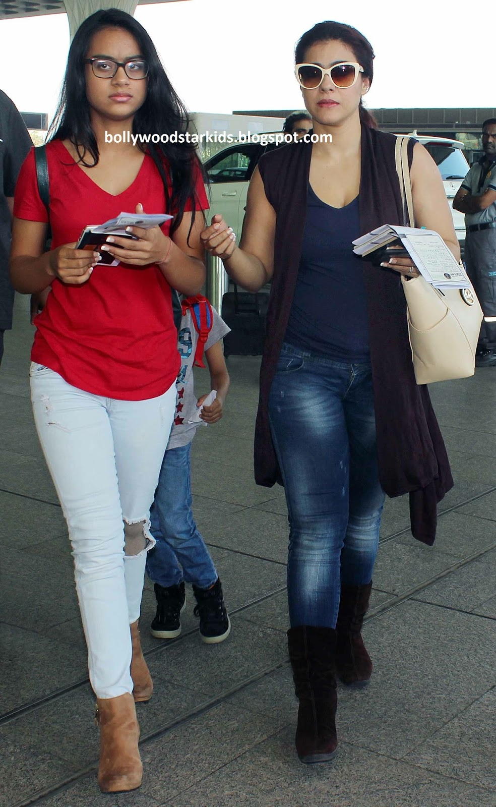 Bollywood Star Kids Ajay Devgan And Kajol On Family Trip -9891