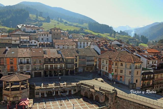 Vistas de la Villa de Potes desde la Torre del Infantado