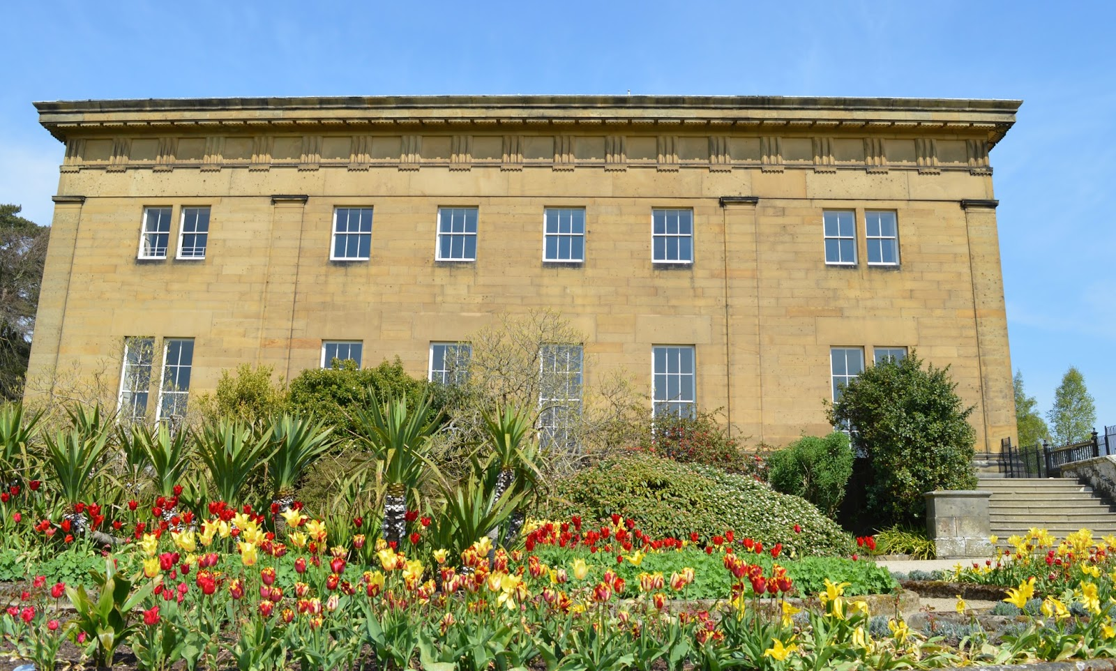 Northumberland in Bloom | My favourite gardens to visit with kids  - Belsay Hall Gardens