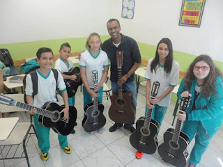 http://educacao.estadao.com.br/blogs/colegio-branca-alves-de-lima/projeto-musicalizacao-com-violao-popular-enfase-em-pratica-orquestral/