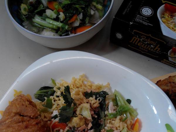 Bakmi Mewah Tumis Sayur Plus Ayam Kriuk [Resep]