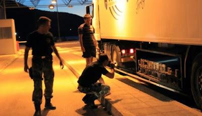 Προσφυγικό: Σφραγίζουν οι δίοδοι προς τα σύνορα και το λιμάνι