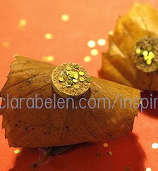 http://clarabelen.com/inspiraciones/769/como-hacer-adornos-de-navidad-con-hojas-secas-corcho-y-purpurinas/