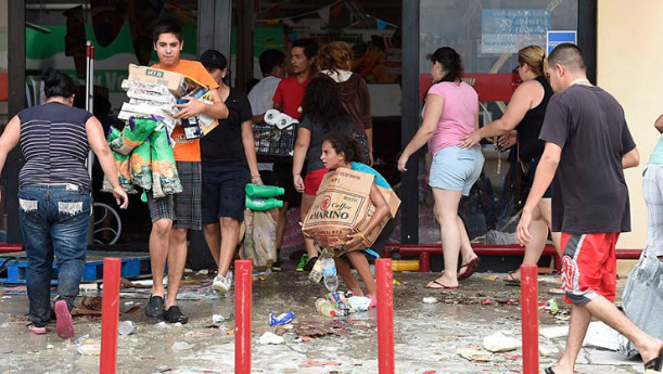 """Los comerciantes del estado venezolano de Zulia pidieron este martes a las autoridades """"implementar todas las medidas necesarias"""" a fin de evitar una """"nueva ola de saqueos"""" en esta rica región por causas del masivo apagón que afecta al país desde ayer, como ya ocurrió durante otro corte este mismo mes."""