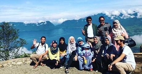 Libur Lebaran, Gubernur Irwan Prayitno dan Keluarga Nikmati Keindahan Puncak Lawang